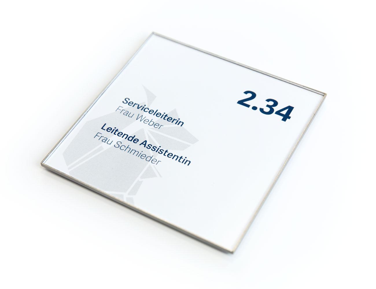 quadratischer Rahmen mit Beschriftung auf weißem Hintergrund